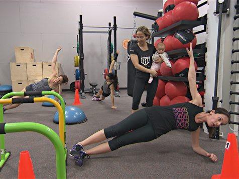 sport post-accouchement : La Sporthèque de Gatineau présente ses cours postnataux comme étant accessibles à toutes les mamans. Photo : ICI Radio-Canada